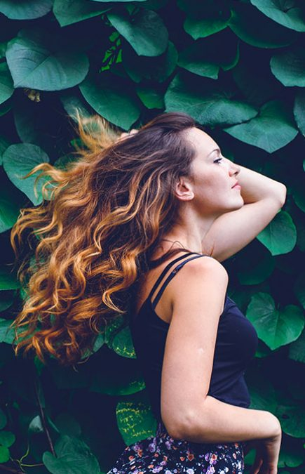 http://naturelhair.fr/wp-content/uploads/2020/07/stock-photo-young-woman-against-background-of-summer-green-park-green-leaves-running-girl-with-beautiful-305487863-crop-1-435x675.jpg
